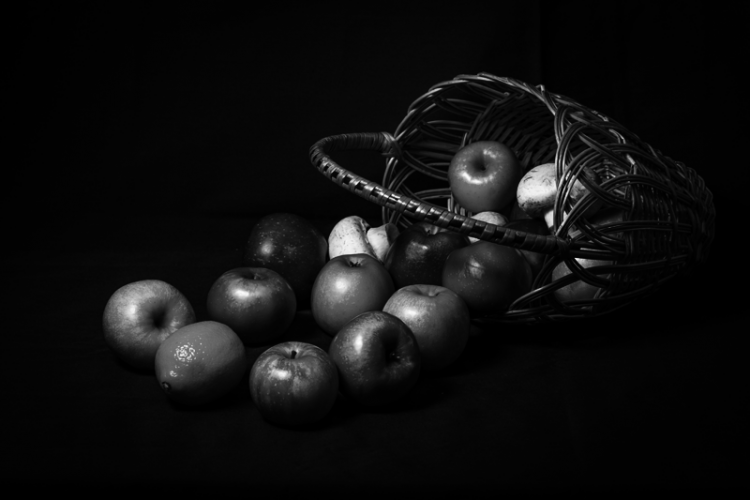 """""""Faysal hier drüben"""", fuhr er fort, """"verschenkt, wann immer jemand von seinen köstlichen Früchten kauft, einen Apfel an die Waisenkinder unserer Stadt."""""""